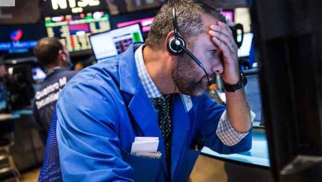 Dow Jones Sụt Gần 400 điểm, Nasdaq Rớt 3% Vì Apple, Facebook