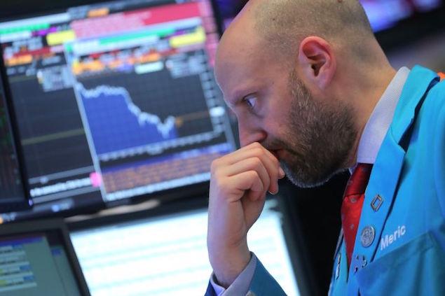 Dow Jones Tương Lai Giảm Mạnh, Bán Tháo Sẽ Còn Tiếp Diễn?