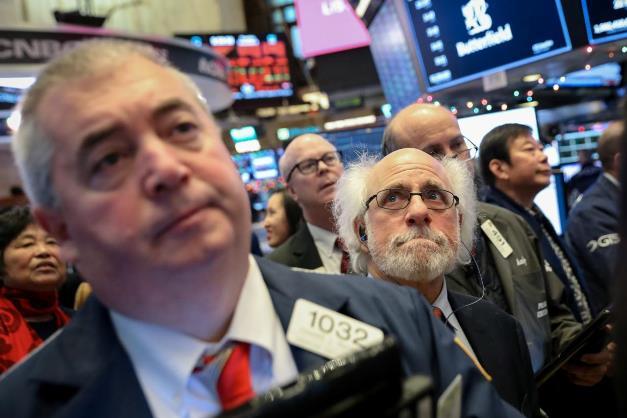 Thị trường chứng khoán sẽ biến động mạnh cho đến hạn chót áp thuế 15/12?